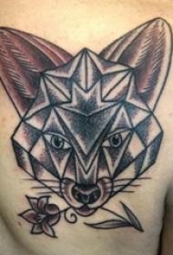 纹身后背女 女生后背上花朵和狐狸纹身图片