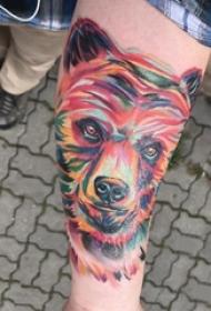 熊纹身 男生手臂上彩色的熊纹身图片