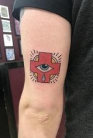 手臂纹身素材 男生手臂上眼睛和十字架纹身图片