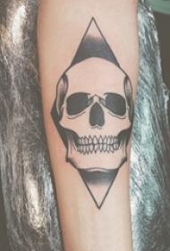 纹身骷髅头 男生手臂上骷髅纹身几何纹身图片