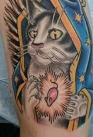 手臂纹身素材 男生手臂上彩绘的猫咪纹身图片