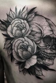 纹身胸部男 男生胸部花朵和骷髅纹身图片