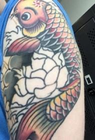 鲤鱼纹身 男生手臂上鲤鱼纹身图案