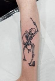 骷髅纹身花臂 男生手臂上黑色的骷髅纹身图片