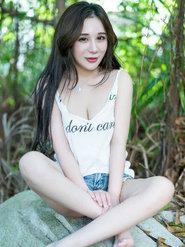 清纯美男陈嘉瑶Yomi最新户外写真简单T恤穿出女神范
