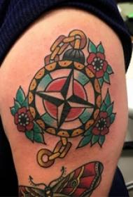 大臂纹身图 男生大臂上花朵和指南针纹身图片