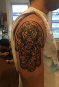 大臂紋身圖 男生大臂上彩色的大象紋身圖片