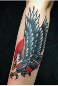 老鹰纹身 男生手臂上老鹰纹身图片