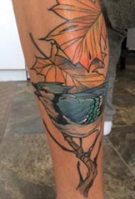 歐美小腿紋身 男生小腿上楓葉和小鳥紋身圖片
