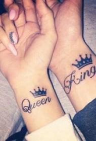 创意情侣纹身 情侣手腕上皇冠和英文纹身图片
