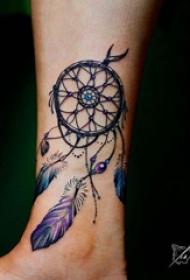 歐美小腿紋身 女生小腿上彩色的捕夢網紋身圖片