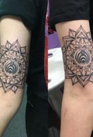 梵花纹身 男生手臂上几何花朵纹身图案