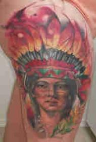 大腿纹身传统 女生大腿上彩色的印第安人纹身图片