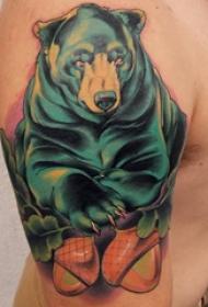 双大臂纹身 男生大臂上彩色的熊纹身图片