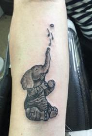 百樂動物紋身 男生手臂上黑色的大象紋身圖片