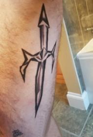 小腿对称纹身 男生小腿上黑色的宝剑纹身图片