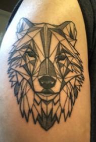 几何动物纹身 男生大臂上黑色的狼头纹身图片