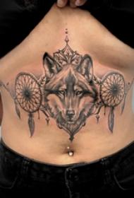 腹部紋身 女生腹部捕夢網和狼頭紋身圖片