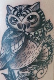 纹身猫头鹰 女生大腿上猫头鹰纹身图片