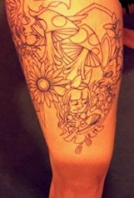 双大臂纹身 男生大臂上蘑菇和花朵纹身图片