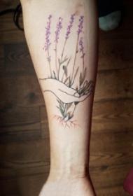 手臂纹身素材 男生手臂上手部和植物纹身图片