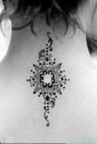 印度风格颈部纹身