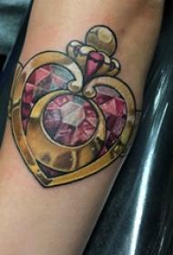 水晶纹身 女生手臂上水晶纹身图片