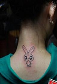 小巧可爱颈部纹身