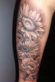向日葵纹身图片 男生手臂上黑色的花朵纹身图片