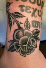 文艺花朵纹身 男生手腕上花朵纹身图片