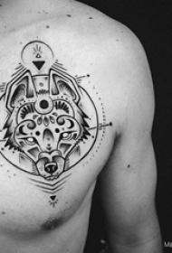 纹身胸部男 男生胸部灯泡和狼纹身图片