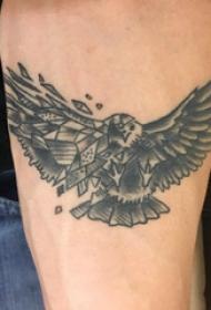 老鹰纹身图案 女生手臂上老鹰纹身图案
