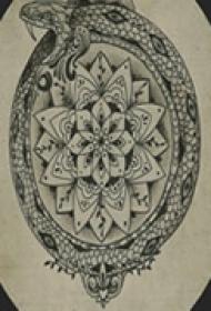 艺术青蛇颈部纹身
