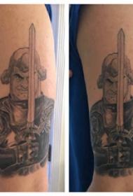 武士紋身 男生大臂上威猛的武士紋身圖片