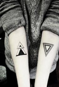 手臂创意个性主流纹身