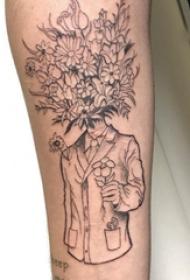 手臂纹身素材 男生手臂上人物和花朵纹身图片