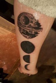 手臂纹身图片 男生手臂上黑色的月亮纹身图片