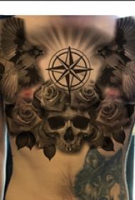 纹身胸部男 男生胸部标志和骷髅纹身图片