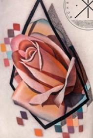 侧腰纹身图 女生侧腰上几何和玫瑰纹身图片