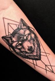 几何元素纹身 男生手臂上几何和狼头纹身图片
