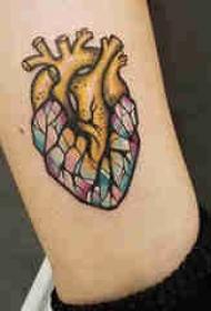 欧美小腿纹身 女生小腿上彩绘的心脏纹身图片