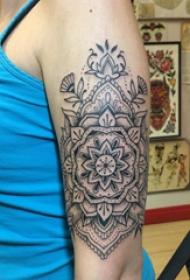 梵花纹身 女生手臂上黑色的梵花纹身图片
