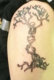 双大臂纹身 男生大臂上树状的骷髅纹身图片