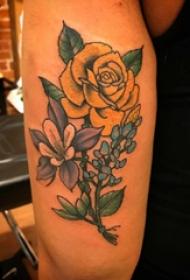 彩色花朵纹身图案 男生手臂上文艺花朵纹身图片