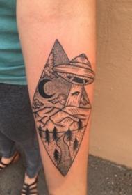 手臂纹身素材 男生手臂上飞碟和风景纹身图片