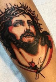 耶稣纹身 男生手臂上彩色的耶稣纹身图片