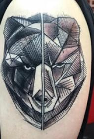 大臂纹身图 男生大臂上黑色的熊纹身图片