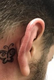 纹身耳后男 男生耳后黑色的蝴蝶纹身图片