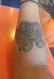 手臂纹身素材 男生手臂上外星人和汽车纹身图片