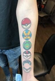 神奇宝贝纹身 男生手臂上彩色的精灵球纹身图片